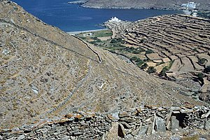 Kythnos - Throughout Kythnos, drylaid stone walls delineate individual parcels of land