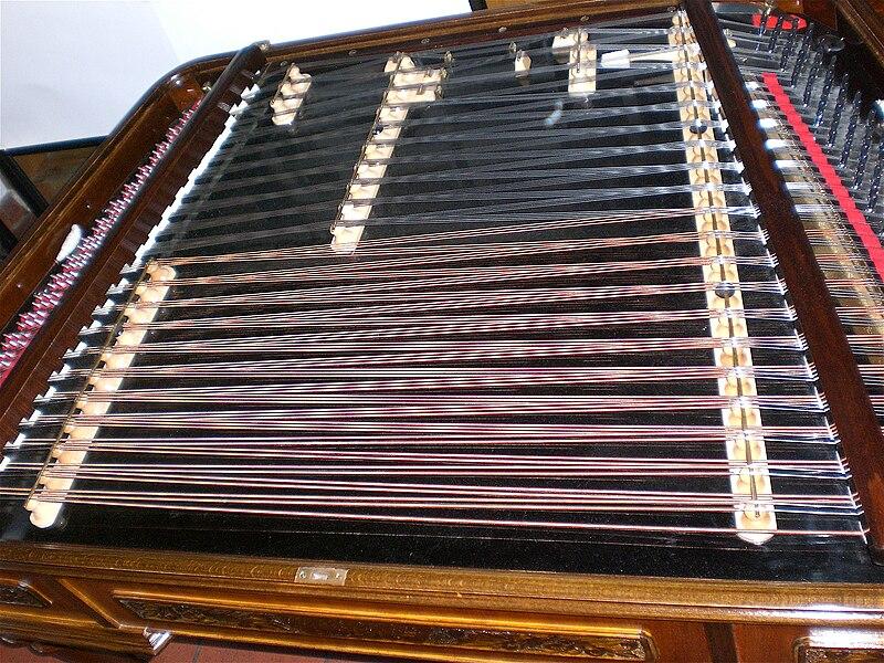 Modern Concert cimbalom.jpg