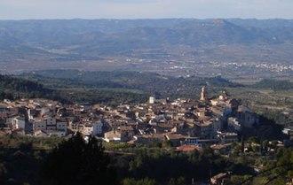 Tivissa - The village seen from La Llena. In the distance, Móra d'Ebre