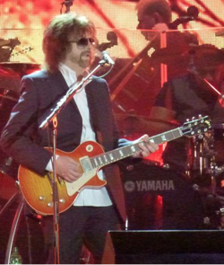 Lynne performing with ELO in 2014