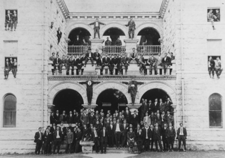 Students in front of Mood-Bridwell Hall in 1910 Mood 1910.png
