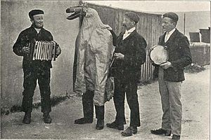 Hoodening - Hoodeners from Walmer Court Farm, Walmer, in March 1907