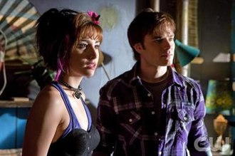 "Wonder Twins - David Gallagher as Zan and Allison Scagliotti as Jayna in the Smallville episode ""Idol""."