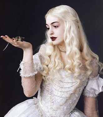White Queen (Through the Looking-Glass) - Image: Anne Hatheway as White Queen (Through the Looking Glass)