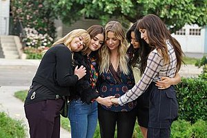 Till Death Do Us Part (Pretty Little Liars) - The Liars saying a brief goodbye to each other during the episode's final moments. From left to right: Alison, Aria, Hanna, Emily and Spencer.