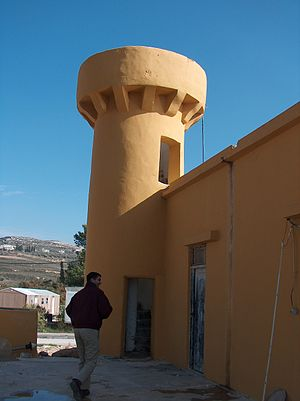 Shavei Shomron - A Turkish mosque stands in the middle of the town, a unique distinction among Israeli settlements (though Homesh and Sa-Nur were similarly endowed before their 2005 evacuation). The mosque's dome has been temporarily removed for repairs.