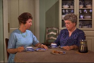 Aunt Bee - Aunt Bee and her friend Clara Edwards (Hope Summers)