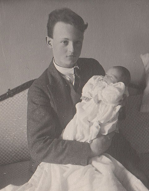 Albrecht with his younger half-brother, Prince Heinrich, in 1922. Albrechtbavaria1922.jpg