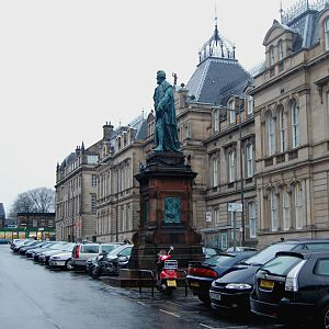 Chambers Street, Edinburgh - View of Chambers Street showing the statue of William Chambers of Glenormiston, after whom the street was named. The vehicles in the photograph are parked in the centre of the street in a manner more commonly seen in Edinburgh's New Town.