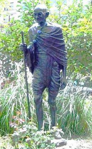 Mohandas Gandhi (Patel) - The statue in 2008