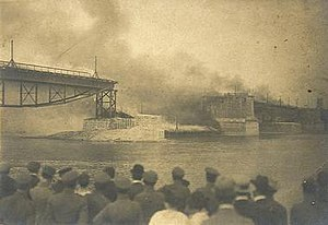 Poniatowski Bridge - Poniatowski Bridge during the 1915 fire (shortly after being rebuilt from being blown up).