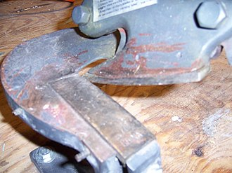 Shear (sheet metal) - Closeup of shear jaws