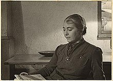 Edith Halpert reading at the home of Charles Sheeler, between 1933 and 1942.jpg