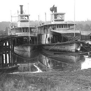 Altona (sternwheeler) - Image: Altona and Elwood at Salem 1893