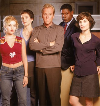24 (season 1) - Season 1 main cast: (from left to right) Elisha Cuthbert, Leslie Hope, Kiefer Sutherland, Dennis Haysbert, and Sarah Clarke
