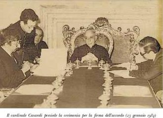 Papal mediation in the Beagle conflict - Signing of the agreement in Rome: Argentine Minister of Foreign Affairs Dante Caputo (left); Agostino Casaroli (middle); Chilean Minister of Foreign Affairs Jaime del Valle (right)