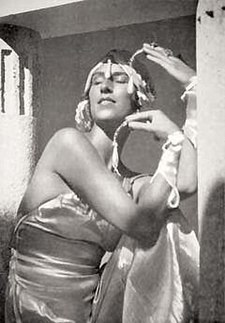 Margaret Morris (dancer) in the 1920s.jpg