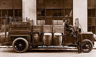 Univar Solutions - Image: Univar truck