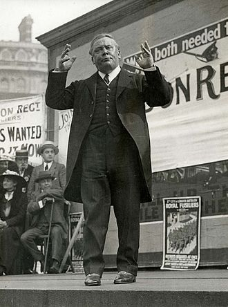 Horatio Bottomley - Bottomley addressing a WWI recruiting rally in Trafalgar Square, London, September 1915