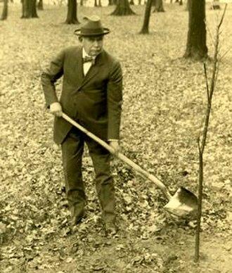 Joy Morton - Image: Joy morton digging