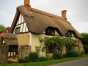 Wickhamford - Thatched roof house in Wickhamford