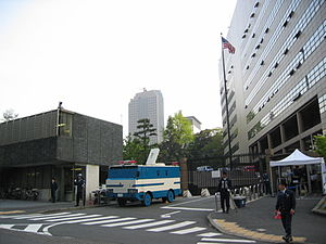 Embassy of the United States, Tokyo - The main gate of the Embassy (photographed in 2004). Embassy building (right), Japanese police station (left).