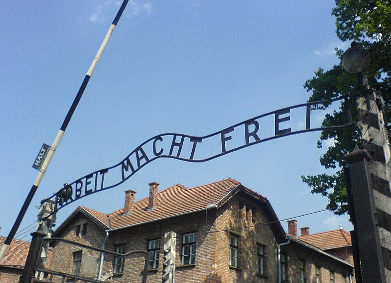 File:Auschwitz entrance.JPG
