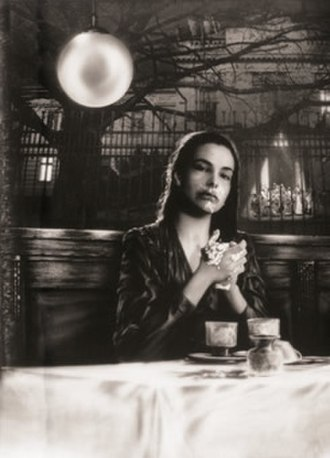 Day of the Idiots - Screenshot of Carole Bouquet