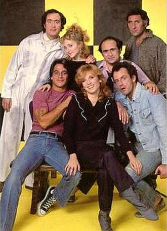 Taxi (TV series) - Cast of the final season (NBC, 1982–83). From left to right: (back) Kaufman, Carol Kane, DeVito, Hirsch;  (front) Danza, Henner, Christopher Lloyd