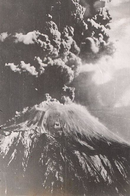 The March 1944 eruption of Mount Vesuvius. Mt Vesuvius Erupting 1944.jpg