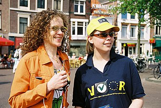 Young Democrats (Netherlands) - Young Democrat (r) and D66 MEP Sophie in 't Veld campaigning in favour of the European Constitution