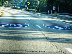 Interstate 283 - Pavement markings on I-83 just prior to the northern terminus of I-283.