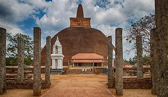 Aloko Udapadi - film set in Anuradhapura, Sri Lanka