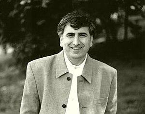 Mehmed Uzun - Image: Mehmeduzun