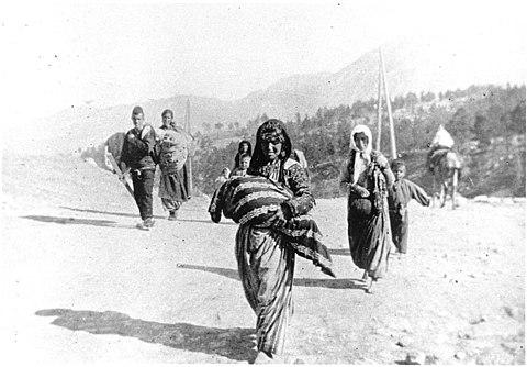 ワイマール共和国の多くのドイツの民族主義者は、アルメニア人虐殺を正当化したと見なしていました。 これは、アルメニア人を劣等種族として分類したことに関連していた。[64] [65]