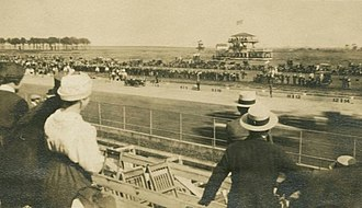 Sheepshead Bay Race Track - Auto racing at the Sheepshead Bay track c. 1919