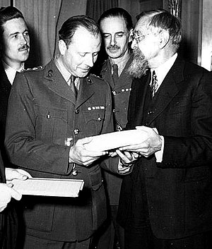 Chippenham by-election, 1943 - Victor Cazalet (L) receiving Polish government documents in London from Stanislaw Grabski, May 24, 1943, six weeks before Cazalet died