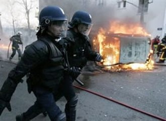 2006 youth protests in France - A torched car burns in Paris on 18 March