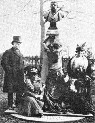 Leonora Braham - George Power, Braham, Jessie Bond and Julia Gwynne at Sullivan's memorial in 1914