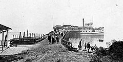 Steamer Daily at Glen Acres dock, 1916.