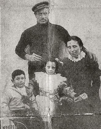 Thomas Crisp - Crisp with his family in about 1907