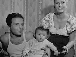 Vikki LaMotta Jake LaMotta and son 1947.jpg