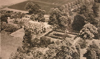 De Vere Horwood Estate - De Vere Horwood Estate – In the days when it was owned by the Denny Family and before being extended by the GPO. The orchard to the left of the stables provided apples for the house for 9 months of the year, by growing selective varieties