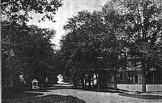 Kingston, Rhode Island - Kingston in 1900 on Kingstown Road near the intersection of South Road, showing the village well