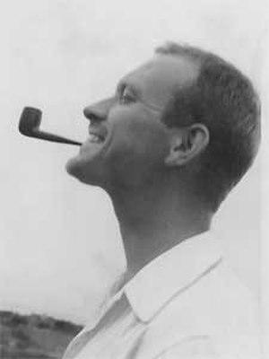 Ralph Rapson - Image: Ralph Rapson with pipe