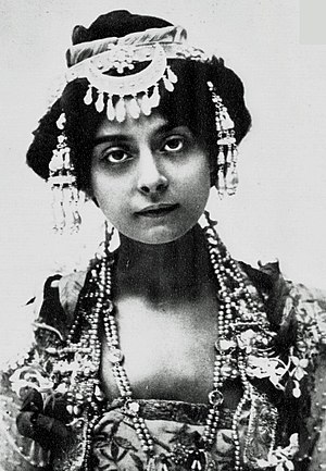 """The Blue Moon (musical) - Florence Smithson as Chandra Nil, the """"Blue Moon"""""""