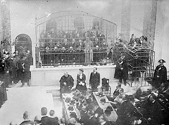 Camorra - The Cuocolo trial in Viterbo. Most of the defendants are in the large cage. The three in front are (from left to right) the priest Ciro Vitozzi, Maria Stendardo, the only female defendant, and Enrico Alfano. In the small cage to the right is the crown witness Gennaro Abbatemaggio.