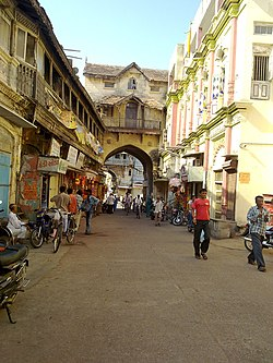 Street in front of Kirti Mandir