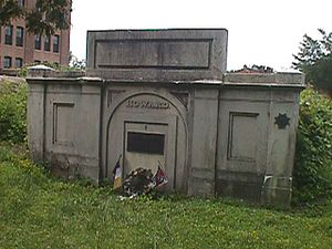 Old Saint Paul's Cemetery - Image: Howard vault