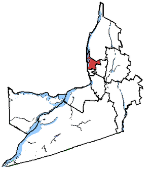 Longueuil—Saint-Hubert - Longueuil—Pierre-Boucher in relation to other Montérégie federal electoral districts.